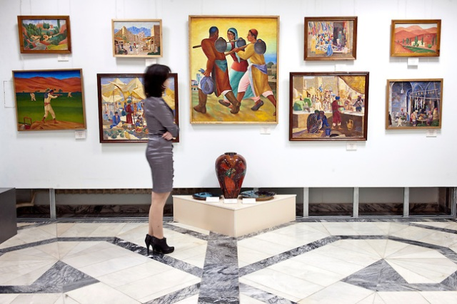 Displays in the Nukus Museum (copyright Exequiel Scagnetti)
